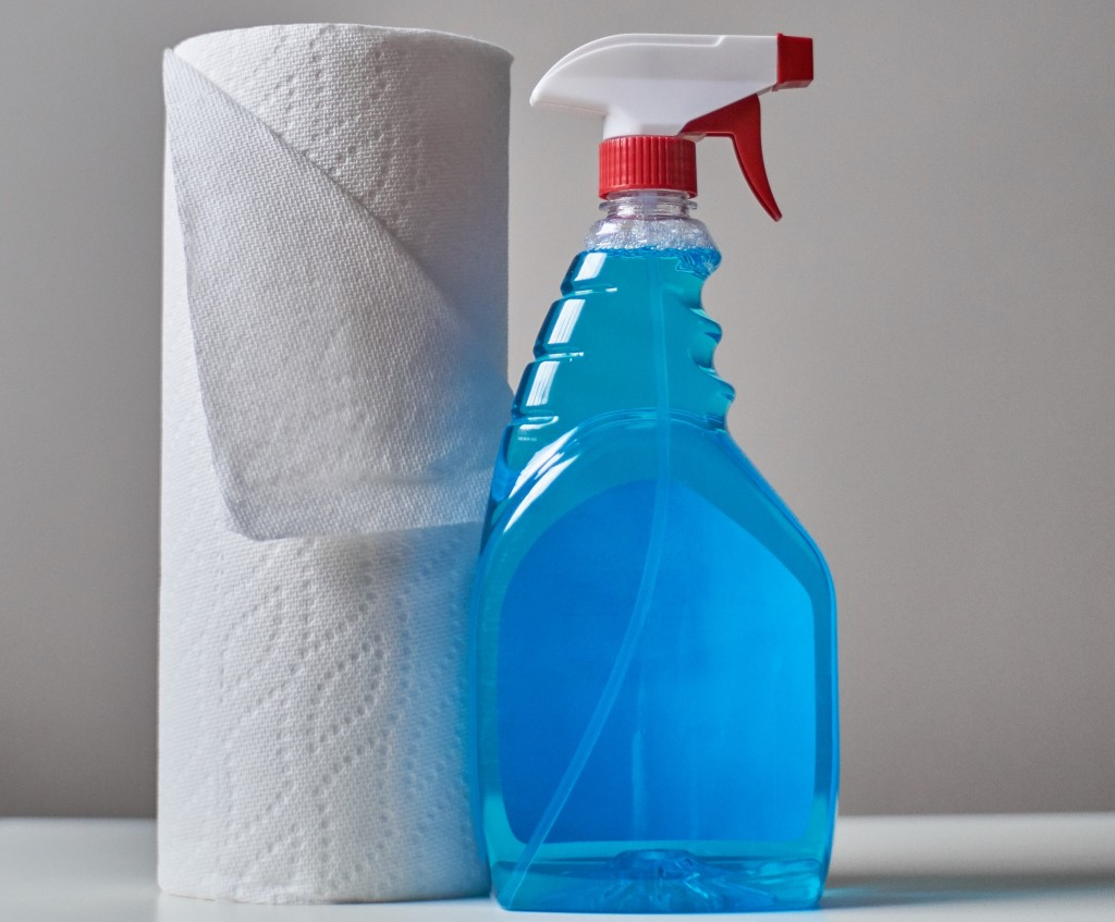 Kitchen roll and cleaning product